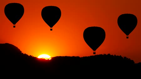 levegő : Animation of Hot Air Balloon move up with Mountain and Sun rise