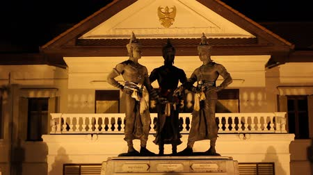 rzeźba : Three Kings Monument in the center of Chiang Mai, Thailand. The sculpture of the three kings is a symbol of Chiang Mai. Wideo