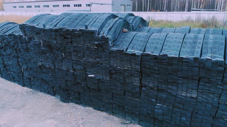 vasalás : Stacks of geogrid on pallets on the stock of the plant.