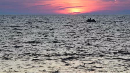 repousante : dusk and a boat at sea, accelerated footage Stock Footage