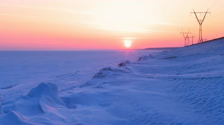 congelado : Beautiful sunset over snowbound sea, time-lapse