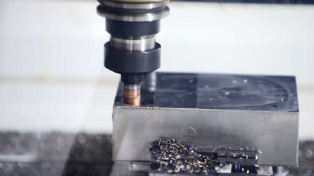 makineleri : CNC machine milling some steel part
