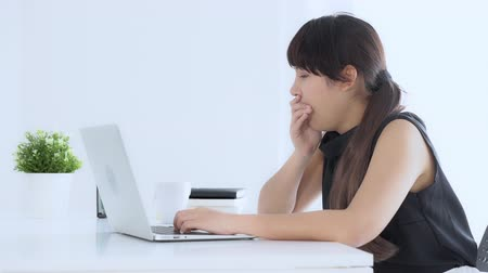 can sıkıntısı : beautiful young freelance asian woman working on laptop computer drinking coffee when sleepy and yawning at the office, girl lazy bored and tired on notebook, business concept.