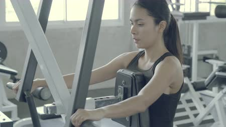 sağlam : Beautiful young asian woman workout training arm in the fitness for bodybuilding in the gym, asia girl exercise for strength and strong and vigorous of muscle, healthy and wellness concept.