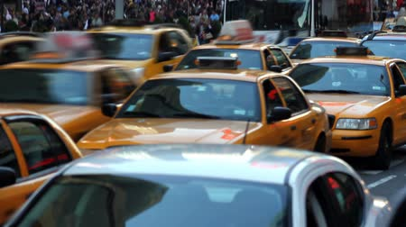 marmeláda : Time lapse of a traffic jam and busy crosswalk in Times Square