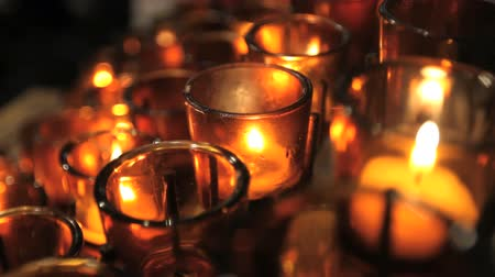 catholic cathedral : Close up of votive candles in a Catholic cathedral, shallow depth of field. Stock Footage