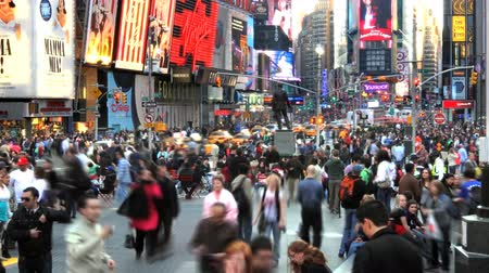 rua : Times lapse of the crowds in the center of Times Square