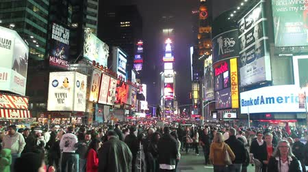 quadrado : Times lapse of the crowds in the center of Times Square