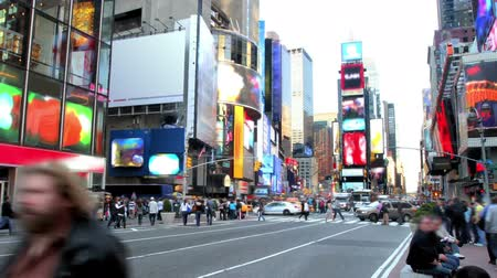 gün : Time lapse of Times Square in the daytime, with blurringobscuring of signs and people.