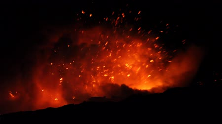 Lava exploding out from a lava tube in Hawaii at night Dostupné videozáznamy