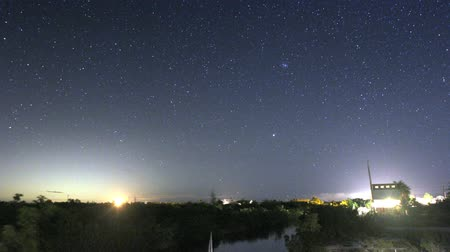 стрельба : Time Lapse of a star-filled sky in the Florida Keys, with planes flying by, and even a shooting star. Shot over 2.5 hours. Стоковые видеозаписи