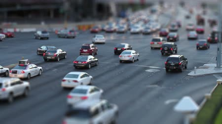 encruzilhada : Tilt-shift shot of a busy intersection in Las Vegas, shot at dusk Stock Footage