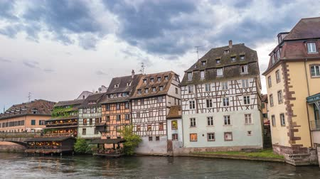 обрамление : Strasbourg Half Timber House city skyline timelapse, Strasbourg, France 4K Time lapse