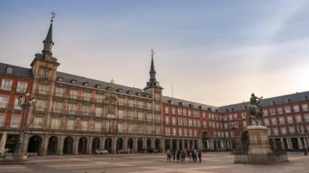 Madrid Spain time lapse 4K, city skyline sunrise timelapse at Plaza Mayor Stok Video