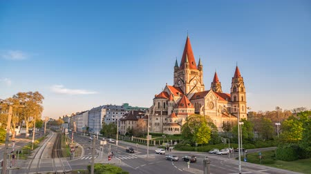 avusturya : Vienna Austria time lapse 4K, city skyline timelapse at St. Francis of Assisi Church