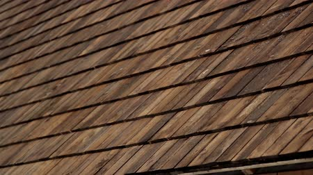 dekarz : Image of the wooden roof and the gutter that is newly attached to the house that has been made recently. Cedar wooden shingle on the roof carpentry roofing roofworking build economy industry.