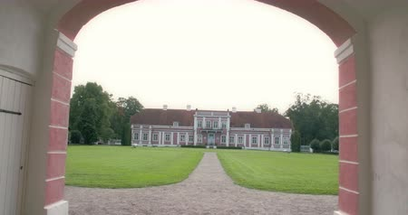 vista frontal : The old manor house inside a big field. The video shows the entrance of the manor Stock Footage