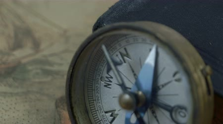 pusula : Closer look of the compass with the arrow pointing on North. It also shows the map with a big boat drawing