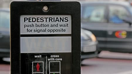 еще : Its a go signal for pedestrian in London street. The signage signals its okay to cross the street then says wait mean dont cross yet in 4K UHD Стоковые видеозаписи