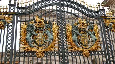 realeza : One of the big gates from the Buckingham Palace. Seen are the carved details of lions in 4K UHD