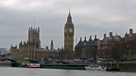 big ben : The view of London from travelling in the Thames river. Seen is the Palace of Westminster and the Big Ben with the streets across in 4K UHD Stock Footage