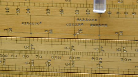 palce : Big and large yellow ruler for measurement. It has measurements in Meter Feet and inches Dostupné videozáznamy