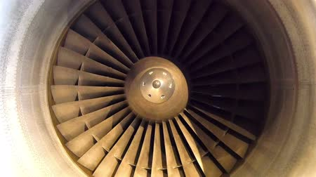aeroespaço : The turbine from the airjet on standy. The turbine is not working because the airjet is not moving