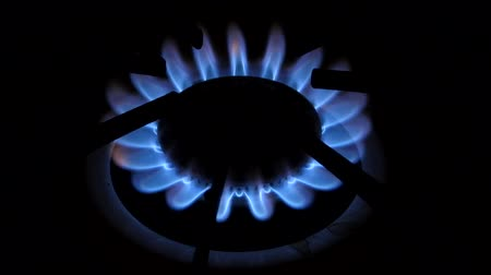 gas hob : A blue flame emits from a gas cooker. Stock Footage