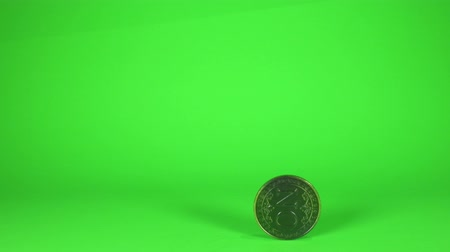 concordar : A large coin in a hand that has just been flipped shows the word No. Stock Footage