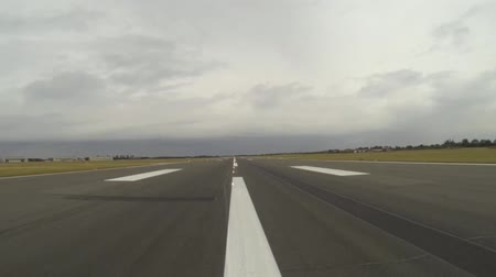 civilní : A view of a runway at one of the UKs largest growing airports.