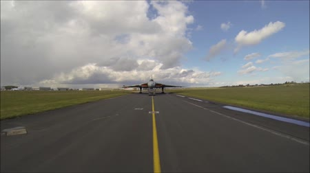 sivil : A vehicle drives in front of a large aircraft to give it guidance on where to go and where to park.
