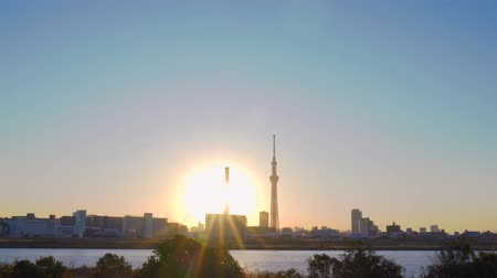 [4K recording, no sound] Urban scenery of Tokyo in the sunset seen from Arakawa riverbed [zoomout] Stock mozgókép