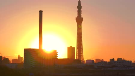 [4K recording, no sound] Urban scenery of Tokyo in the sunset seen from Arakawa [zoomin]