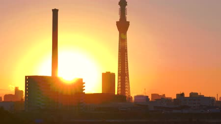 [4K recording, no sound] Urban scenery of Tokyo in the sunset seen from Arakawa [zoomout]