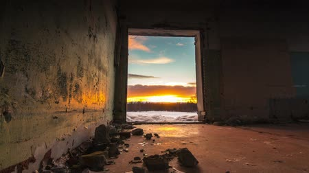 sem nuvens : Colorful sunset in the doorway of the ruined building