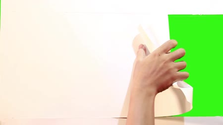 párat se : attractive hand gesture opening paper into green screen Dostupné videozáznamy