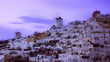 szélmalom : View of sunset at Oia village on island of Santorini, Greece and people rushing for photos, timelapse Stock mozgókép