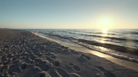 baltık denizi : Sun low above horizon, sandy beach of Baltic sea at Curonian spit, soft waves