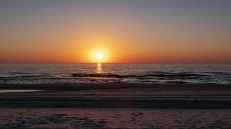 baltık denizi : Timelapse of sunset at clear sky and calm sea in spring, Baltic sea, Curonian spit, Lithuania