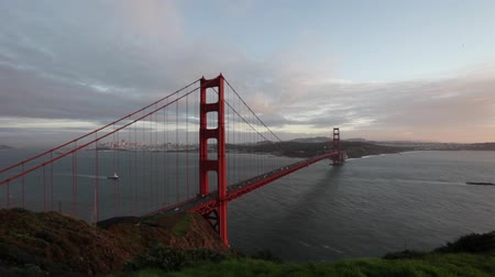 baía : Golden Gate Bridge at Sunset