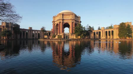 saray : Palace of Fine Arts in San Francisco at Sunrise Stok Video