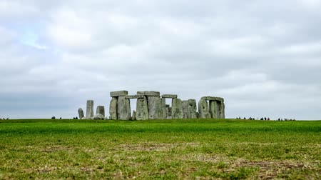 доисторический : Stonehenge with cloudy sky, UK Стоковые видеозаписи
