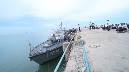 atracação : Thai Naval officers wating for transfer to Navy ship at Hua Hin fishing pier Stock Footage