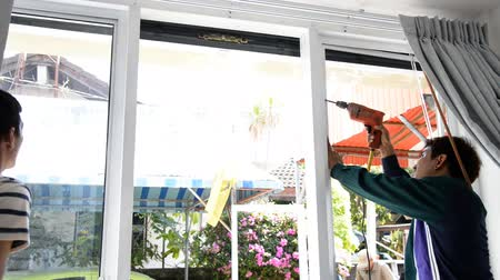üveges : PRACHUAP KHIRI KHAN, THAILAND - NOVEMBER 18, 2015: workers with suction cup holding glass for renovation at Hua Hin, Thailand.