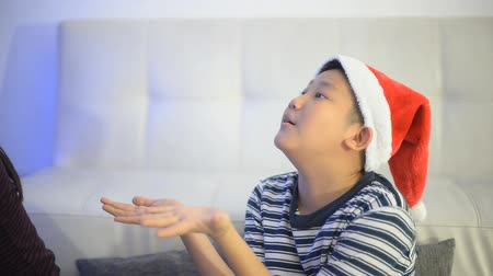 święta : Asian boy waiting for christmas gift. Wideo