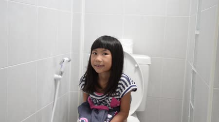 mocz : Asian girl using toilet at home. Wideo