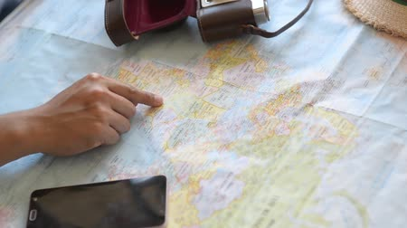 nomadic : Hand pointing worldmap and planning for his next trip. Stock Footage