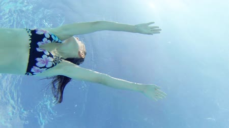 underwater video : woman swimming underwater Stock Footage