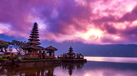bratan : Time lapse in the morning of Pura Ulun Danu Bratan, Bali. Hindu temple on Bratan lake. Major Shivaite and water temple of Bali island, Indonesia. Hindu temple Stock Footage