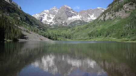 alpen : Maroon Bells, Elk Range buurt van Aspen, Rocky Mountains, Colorado Stockvideo